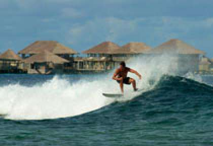 Surf au Six Senses Laamu